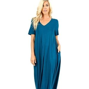 Dresses & Skirts - NWT TEAL Maxi Dress with Pockets